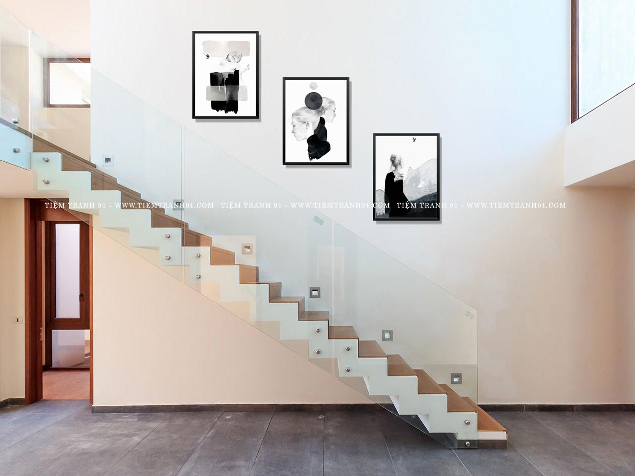 kích thước tranh treo cầu thang